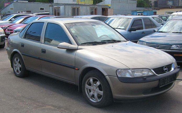 Самые популярные авто в России 1990-х. Opel Vectra 1998 года