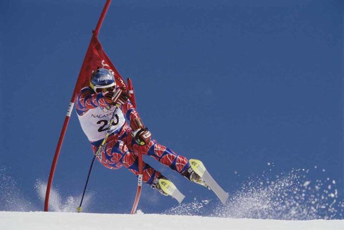 Французский лыжник Кристоф Сайони на гигантском слаломе на зимних играх 1998 года в Нагано, Япония