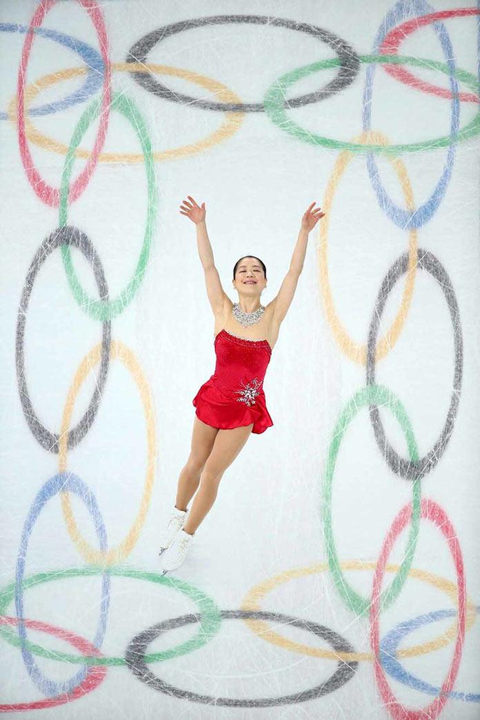 Японская фигуристка Акико Сузуки выступает на зимних Олимпийских играх 2014 в Сочи, Россия