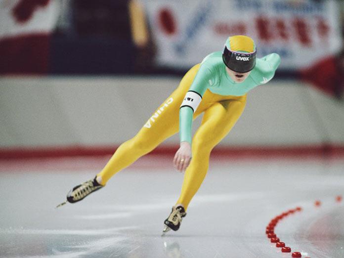 Китайский конькобежец Чжан Цин из Китая на зимних играх 1988 года в Альберте, Канада