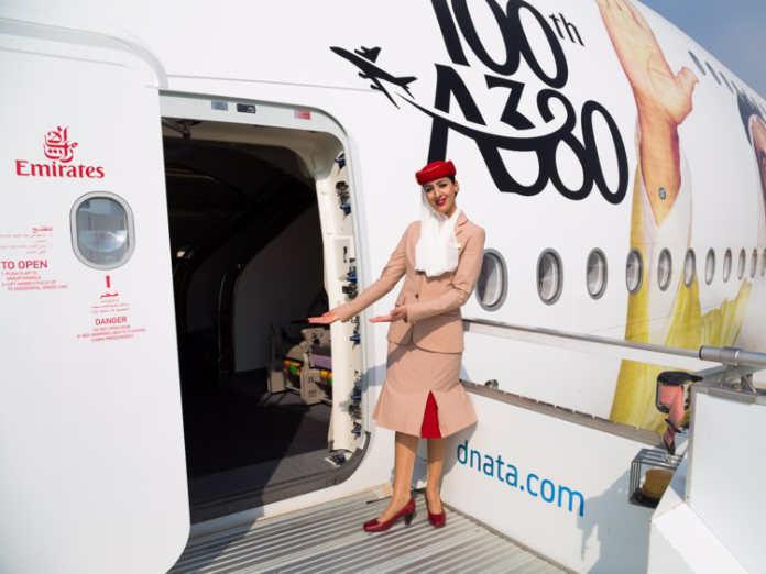 Форма бортпроводников авиакомпании Emirates