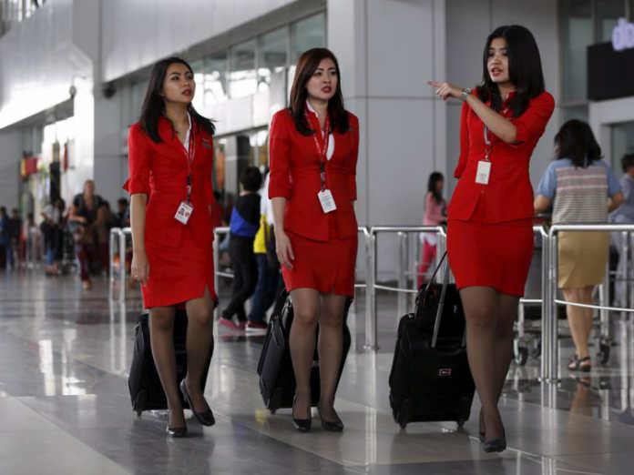 Форма бортпроводников авиакомпании Air Asia