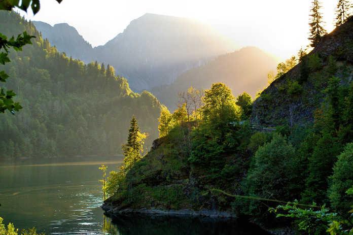 Абхазия, горное озеро