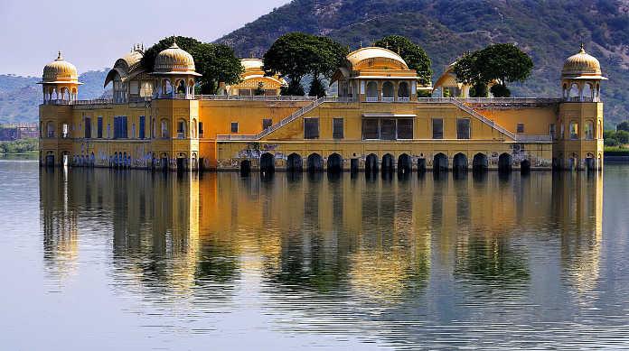 Индия, водный дворец
