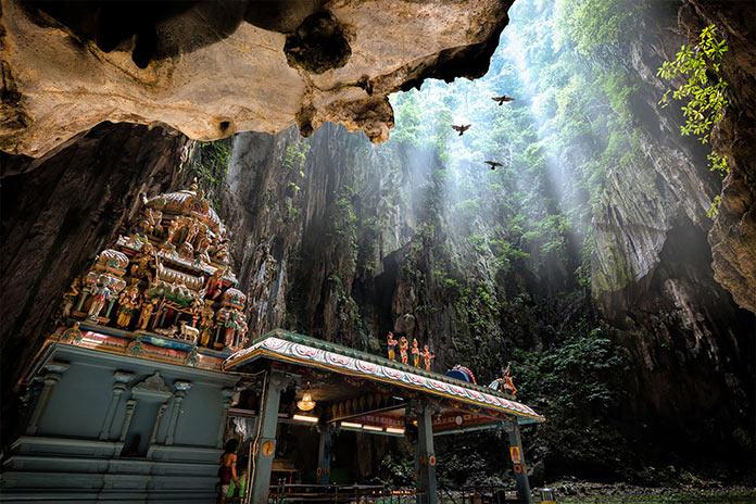 Пещеры Бату находятся на окраине Куала-Лумпура, Малайзия. Фотографии-победители читательского фотоконкурса The Guardian, январь 2018