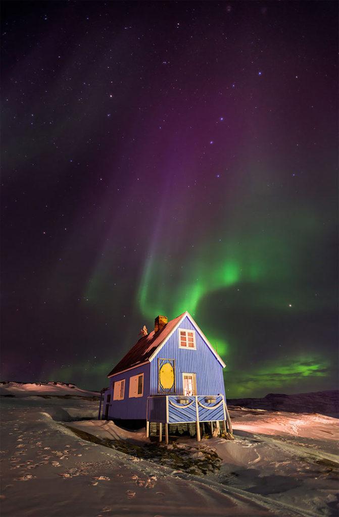 Домик в деревне Инуит Окаацут, Западная Гренландия. Фотографии-победители читательского фотоконкурса The Guardian, январь 2018