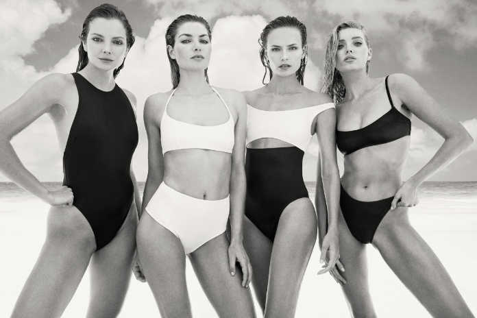 Модели в бикини