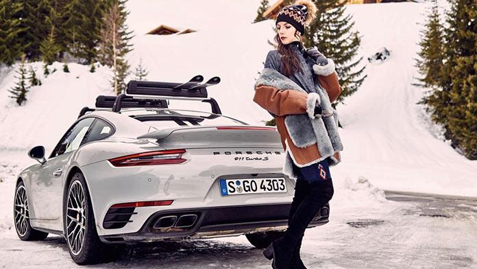 Джулия Карла Бескид в рекламе лыжных костюмов с участием Porshe 911 Turbo S в швейцарских Альпах
