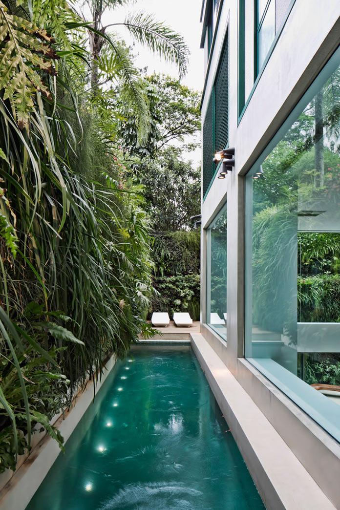 Бассейн в двухуровневой квартире в Сан-Паулу, Бразилия