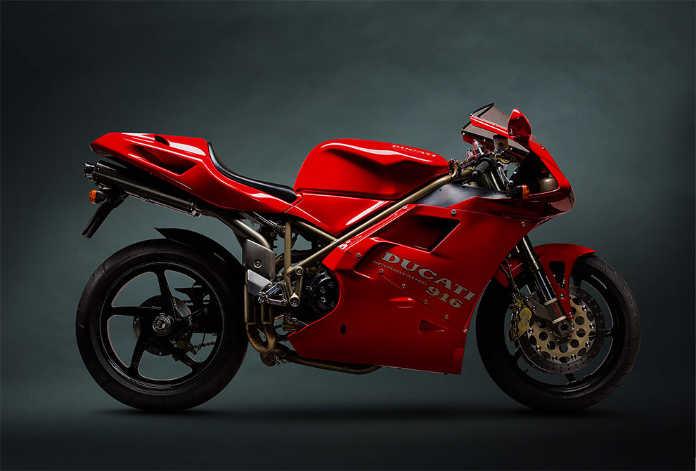 Ретро мотоцикл Ducati 916