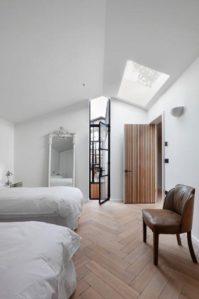 Минималистичный интерьер дома THE COURTYARD HOUSE в Лондоне
