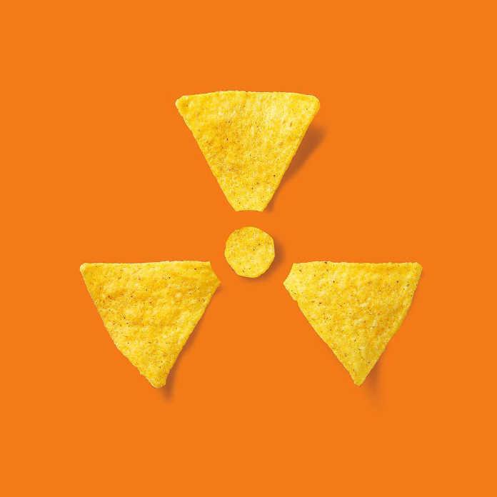 Радиоактивные чипсы. Иллюстрация Хосе Наварро