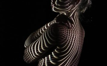 Фото девушек в платьях из света, файн-арт фотографа Дэни Оливье