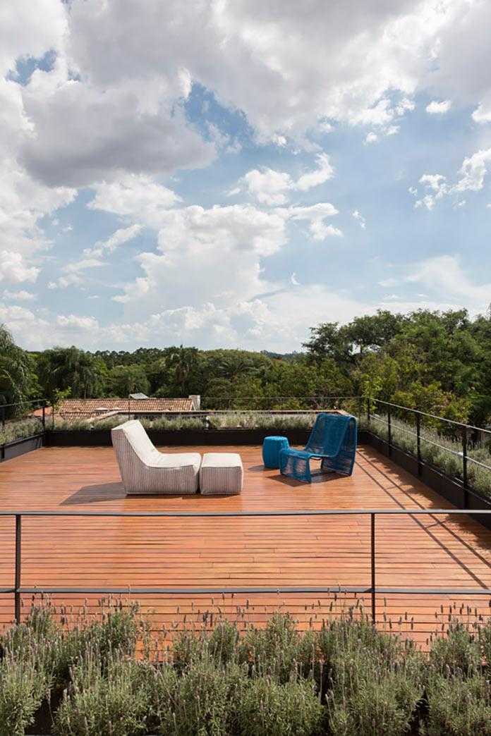 Открытая терраса на крыше. Дом Пиньейрос в Сан Пауло