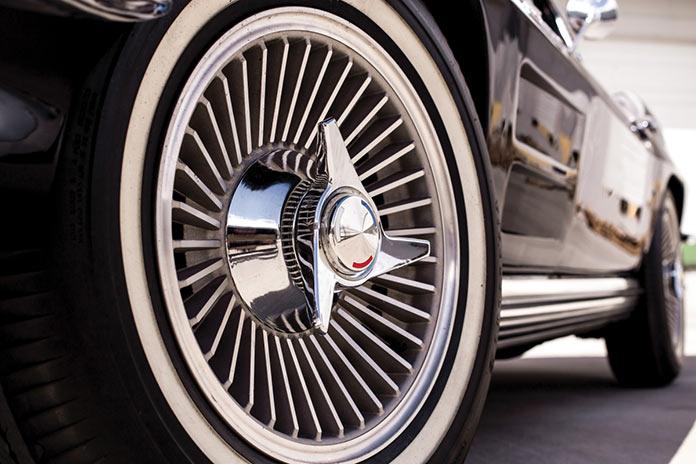Хромированные диски Chevrolet Corvette Sting Ray 1964 года черного цвета