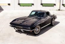 Chevrolet Corvette Sting Ray 1964 года черного цвета