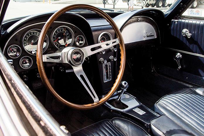 Приборная панель Chevrolet Corvette Sting Ray 1964 года черного цвета
