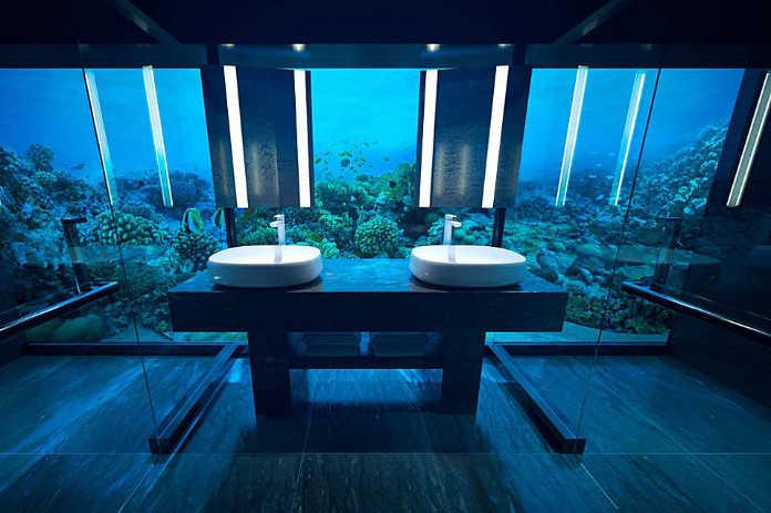 Подводная спальня виллы The Muraka в отеле Conrad Maldives Rangali Island
