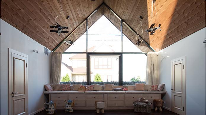 Детская с витражом. Дом в стиле лофт в Ростовской области от архитектурной студии Чадо