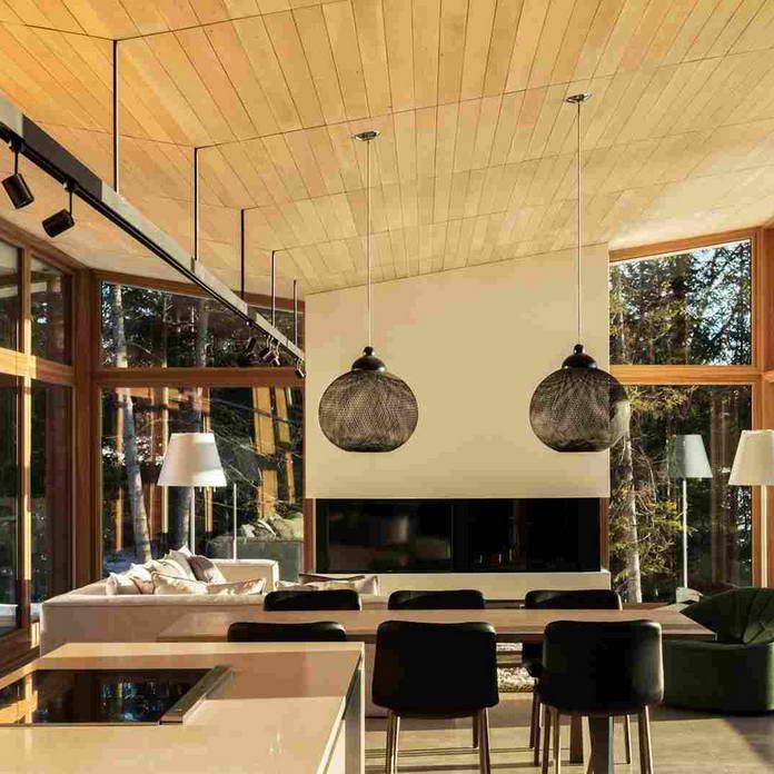 Гостиная, дом со стеклянными стенами в Канаде