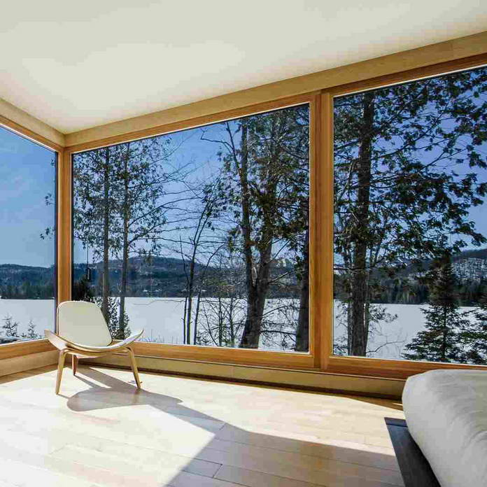 Спальня с видом на озеро. Стеклянный дом в Канаде