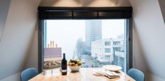 Вид на город. Апарт-отель на подъемном кране в Амстердаме
