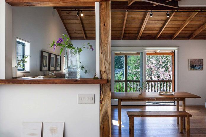 Старинный загородный дом с многоуровневой террасой в Северной Калифорнии