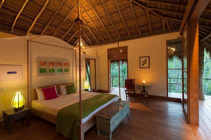 Спальня с выходом на террасу. Вилла Гуава - тропическое убежище на Шри-Ланке