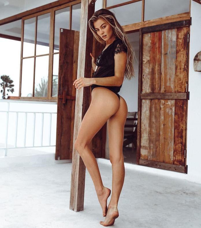 Имоджен Колдуэлл в бикини