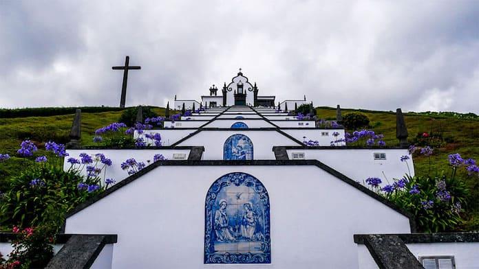 Часовня на острове Сан-Мигель, Азорские острова. Победители конкурса трэвел-фотографии среди читателей The Guardian