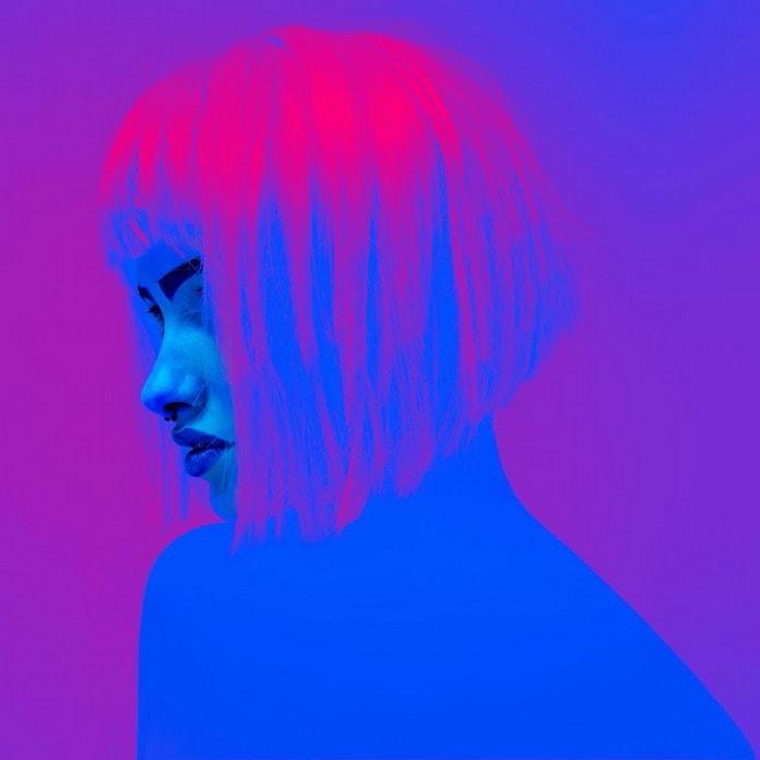 Фото девушек в неоновом свете