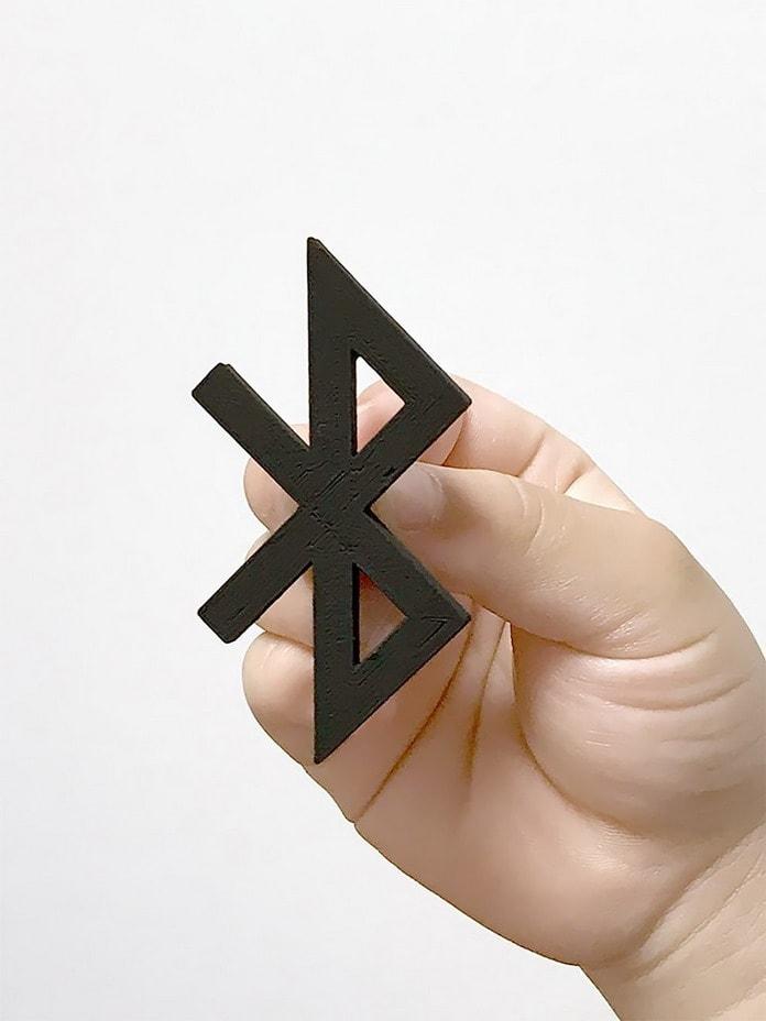 Bluetooth. Дизайнер превращает логотипы именитых брендов в полезные вещи