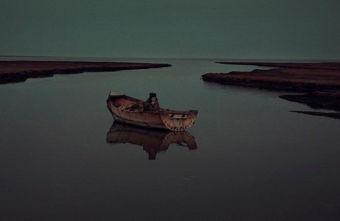 Вячеслав Короткий любит покурить в сделанной своими руками лодке