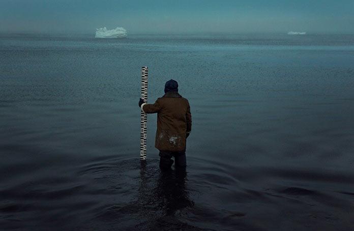 Вячеслав Короткий замеряет уровень Баренцева моря