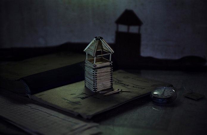 Вячеслав Короткий в свободное время делает домики из спичек