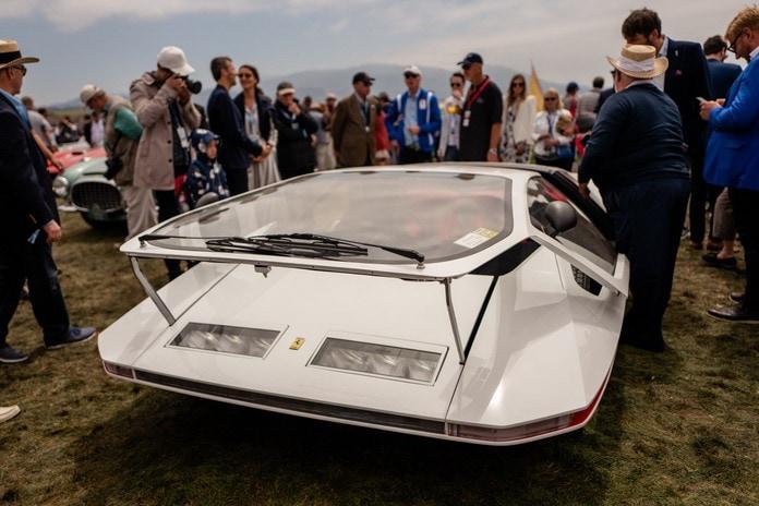 Винтажные автомобили на автошоу Concours d'Elegance 2018 на пляже Pebble