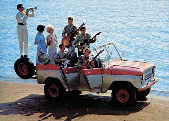 УАЗ с открытым верхом. Реклама советских автомобилей